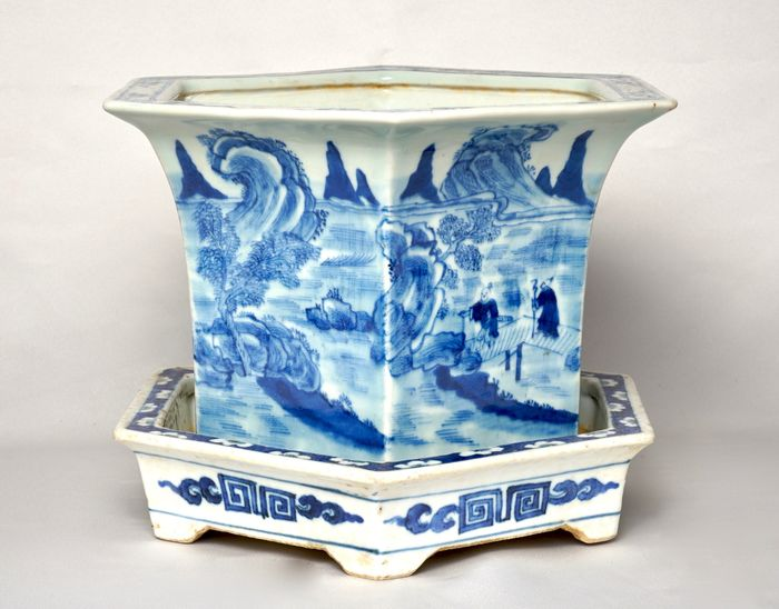 A Faceted Blue and White Jardiniere - Porcelain - China - 19th century