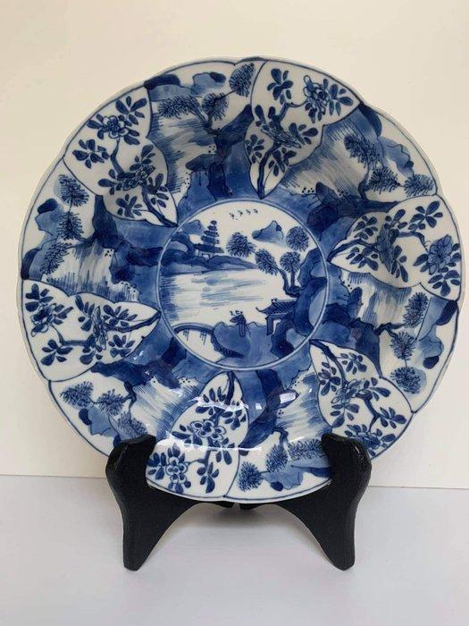 Plate - Porcelain - Very rare lobed panel plate - China - Kangxi (1662-1722)