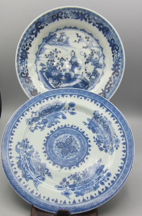 2 Beautifully painted plates, including a woman in a landscape (2) - Porcelain - China - 18th century