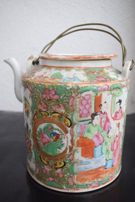 Teapot (1) - Famille verte - Porcelain - Green family teapot - China - 19th century
