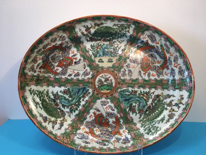 Very large platter - Canton, Famille rose - Porcelain - China - 19th century