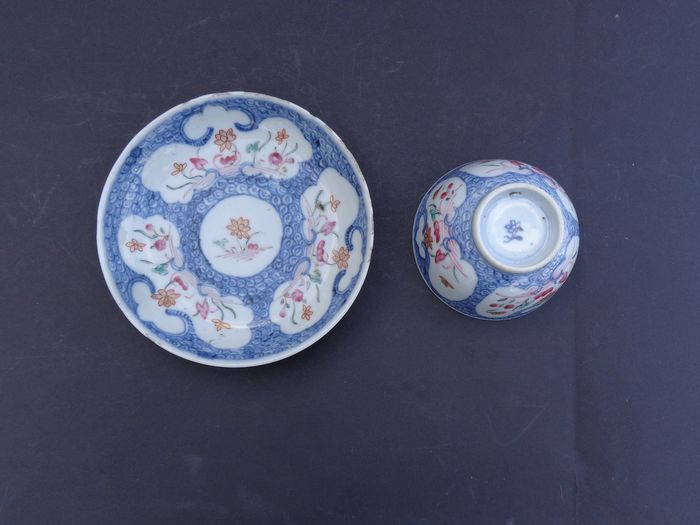 Dish (1) - Famille rose - Porcelain - Flowers - China - 18th century