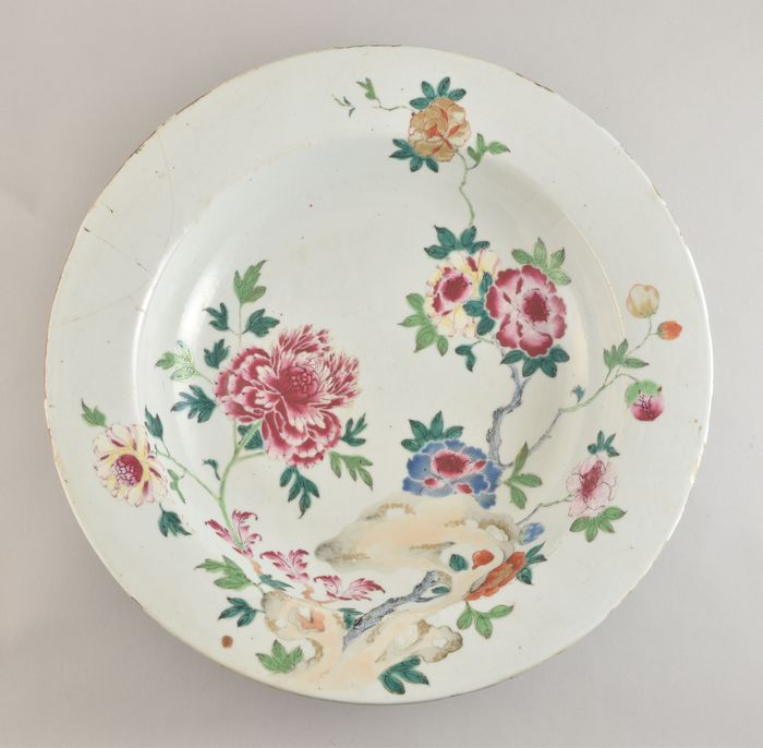 A very large Chinese famille rose basin decorated with peonies - Porcelain - China - Yongzheng (1723-1735)