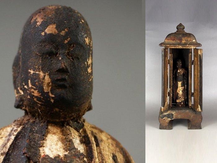 Butsudan - Wood - Zushi 厨子 (miniature shrine) of Buddha statue - Japan - Edo Period (1600-1868)