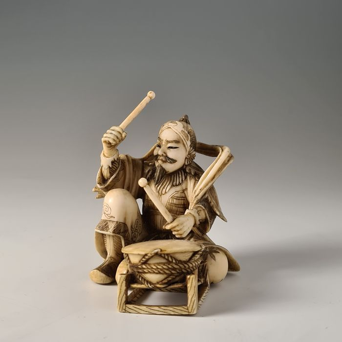 Okimono - Elephant ivory - One of the Twelve Heavenly Generals playing a drum - Signed Rōgetsu (?) 瀧月 - Japan - Meiji period (1868-1912)