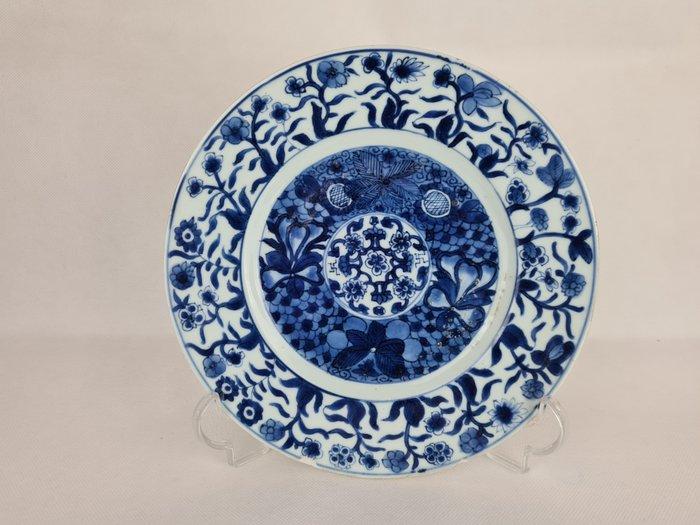 Plate (1) - Porcelain - Flowers, Lotus, Lotus flower - Kangxi 1662-1722 - Kobalt blue - Swastika - China - 18th century