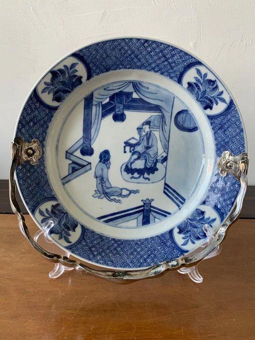 Plate (1) - Blue and white - Porcelain - Woman - China - Kangxi (1662-1722)