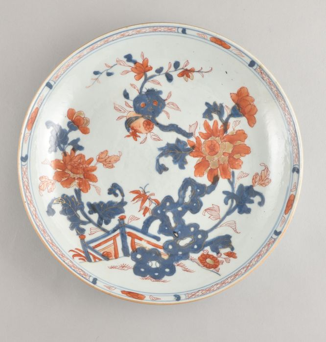 A Chinese imari dish decorated with flowers - Porcelain - China - Kangxi (1662-1722)