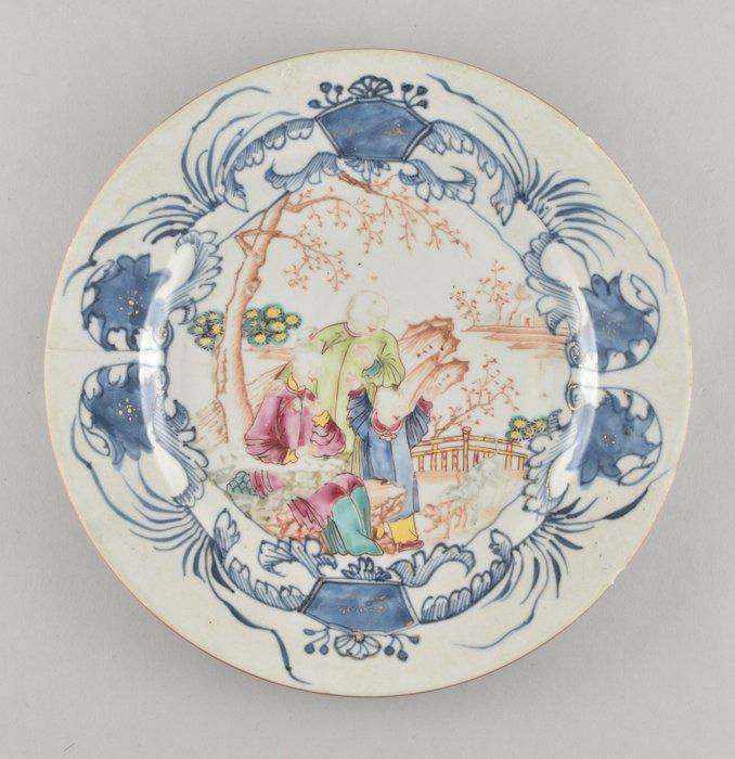 A Chinese famille rose mandarin plate - Porcelain - China - Qianlong (1736-1795)
