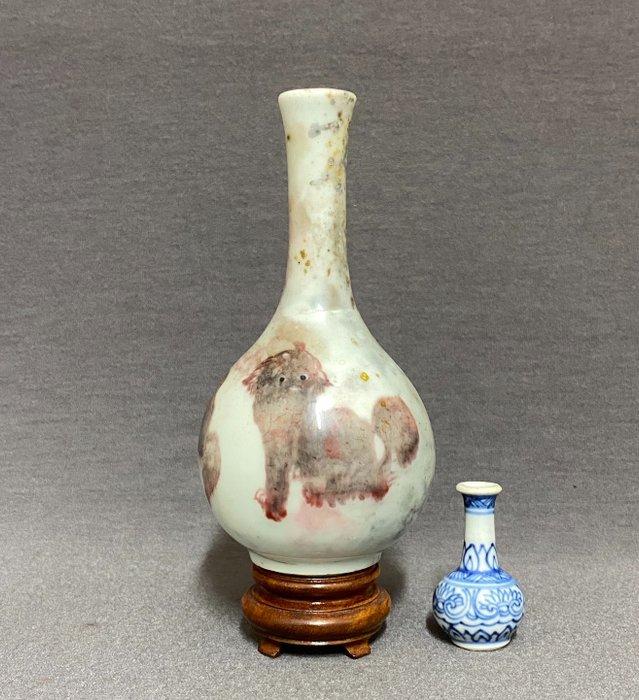 Vase - Copper red - Porcelain - Chinese - Three mythological creatures - China - Kangxi (1662-1722)
