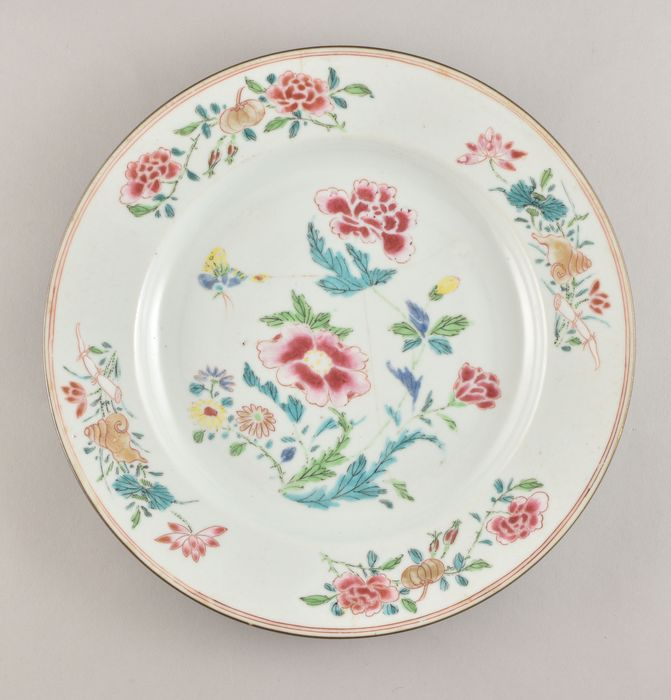 A Chinese famille rose plate decorated with peonies - Porcelain - China - Yongzheng (1723-1735)