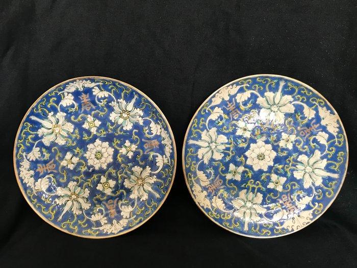 Plates (2) - polychrome - Porcelain - bats flowers - China - Late 19th century