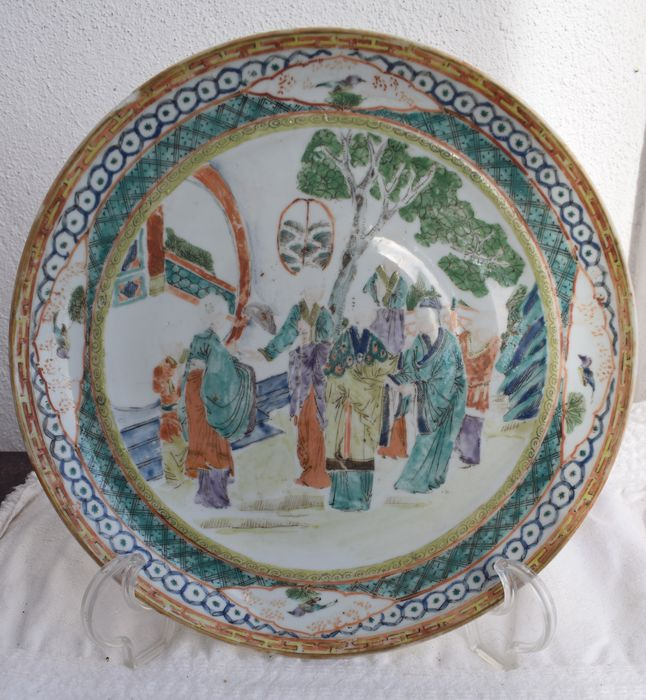 Dish (1) - Famille verte - Porcelain - family green dish - China - 19th century