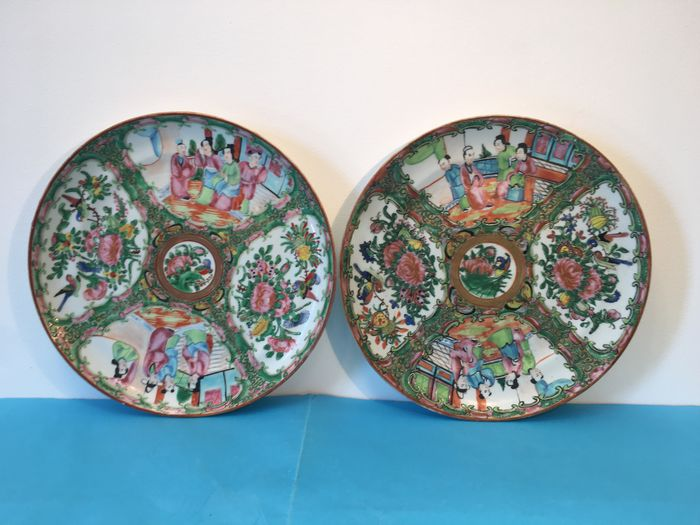 Plates (2) - Canton, Famille rose - Porcelain - China - 19th century