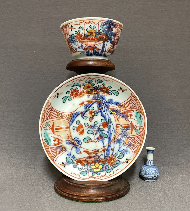 """Cup, Saucer (2) - Porcelain - Chinese - """"Amsterdams Bont"""" - Blossom baskets and fishermen in landscape - China - Kangxi (1662-1722)"""