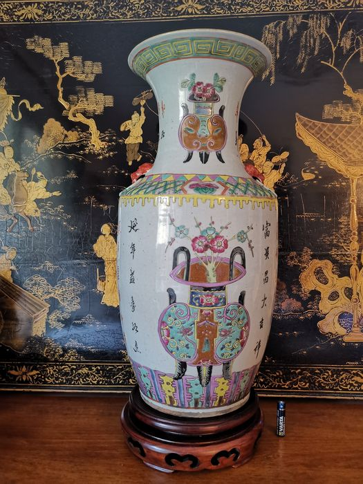 Vase (1) - Famille rose - Porcelain - Flowers - China - Qing Dynasty (1644-1911)