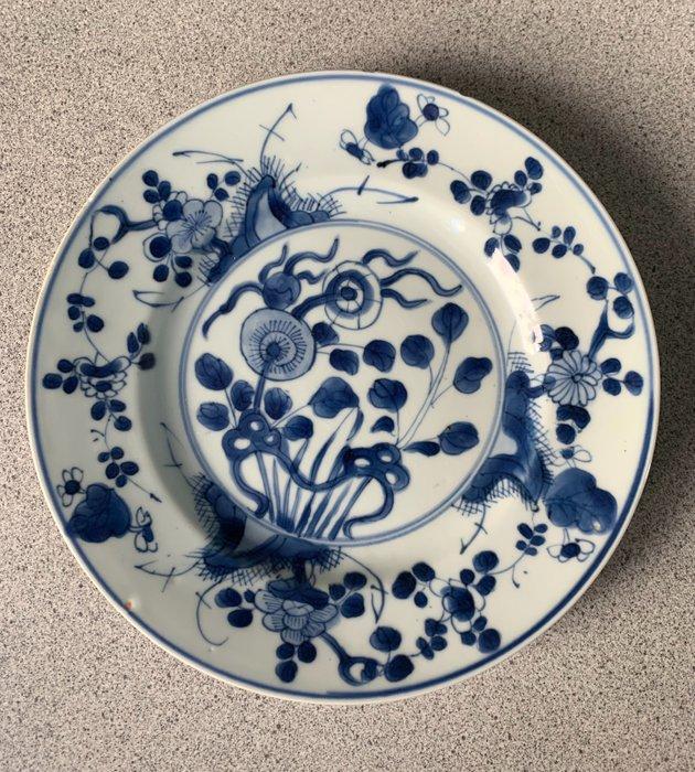 Plate (1) - Cobalt blue - Porcelain - Flowers - China - Kangxi (1662-1722)