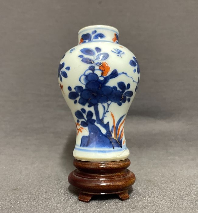 Vase - Porcelain - Chinese - Baluster shaped vase - Peonies on pierced rocks, grasses and insects - China - Kangxi (1662-1722)