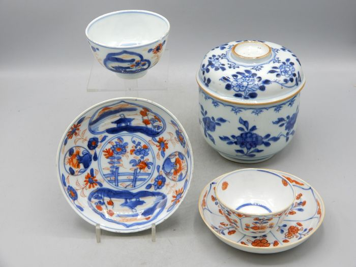 A jar and two cups and saucers - Porcelain - China - Kangxi (1662-1722)