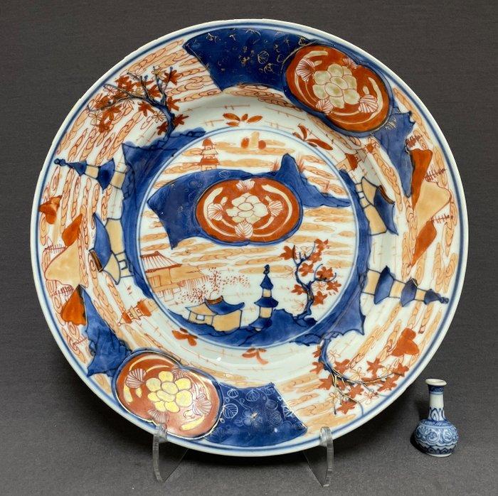 Saucer - Porcelain - Pagodas, houses, trees and peony - Emblem red and gold - China - Kangxi (1662-1722)