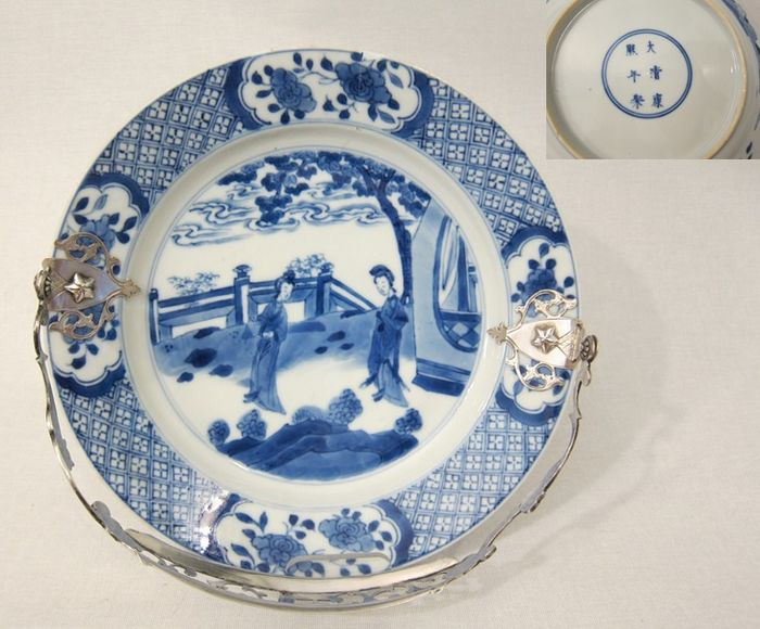 """Plate """"Long Eliza"""" with silver handle (1) - Porcelain, Silver - China - Kangxi (1662-1722)"""