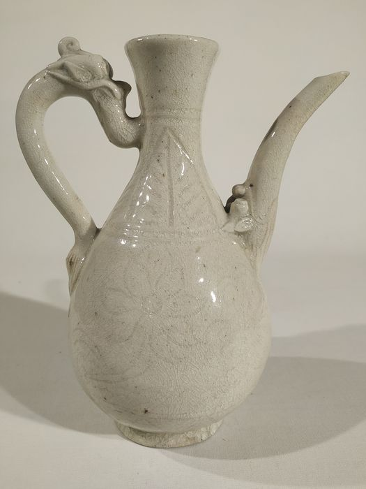 Ewer - Earthenware - A WHITE GLAZED QINBAI EWER, SONG DYNASTY - China - Northern Song (960-1127)