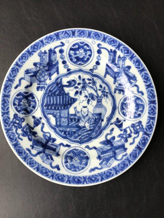 Plate (1) - Porcelain - dancing boy - China - Kangxi (1662-1722)