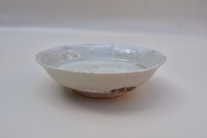 Bowl, Dish (1) - Celadon - Ceramic, Porcelain - China - Ming Dynasty (1368-1644)