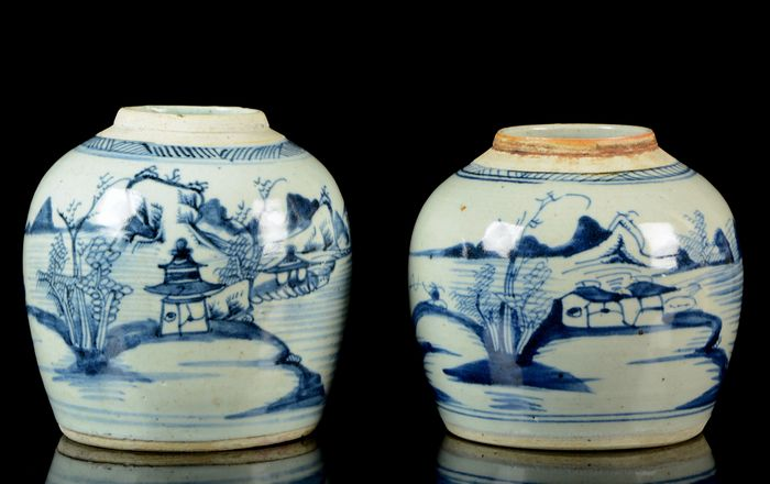 A pair of Chinese ginger jars (2) - Blue and white - Porcelain - Pavilions on riverbanks, pagoda, mountainous river landscape - Very good condition - China - 19th century