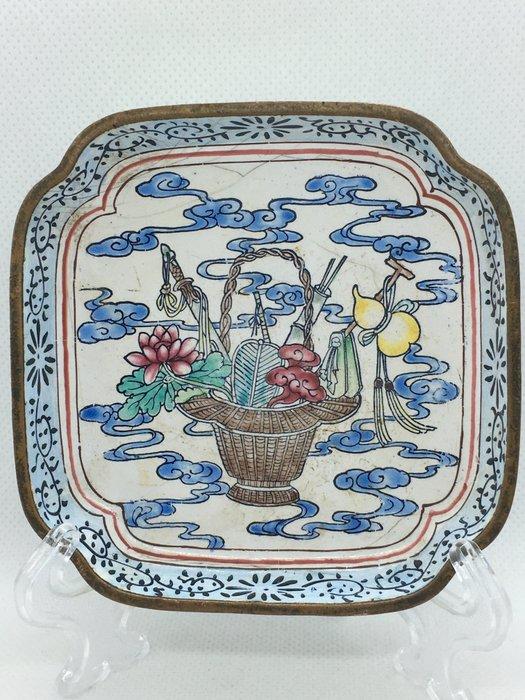 Dish (1) - Canton enamel - China - Qing Dynasty (1644-1911)