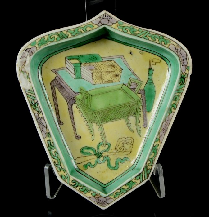 A sweet meat dish - Famille verte - Biscuit - Scholar objects - China - Kangxi (1662-1722)