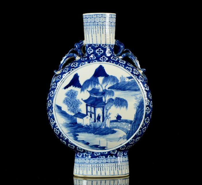Moonflask - Blue and white - Porcelain - River, willow, stone bridge, small house, pagoda - NO RESERVE PRICE - China - Guangxu (1875-1908)