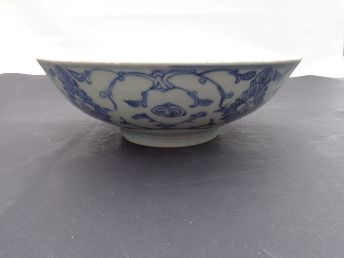 Offeringbowl (1) - Blue and white - Porcelain - Flowers - Offerkom met bloemen Celadon - China - 19th century