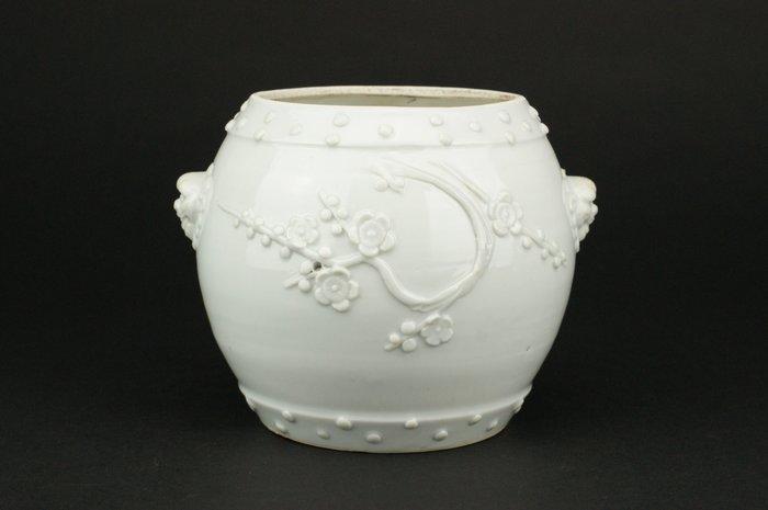 Jar - Blanc de chine, Dehua - Porcelain - Plum blossom - *Barrel Shape* - China - Qing Dynasty (1644-1911)