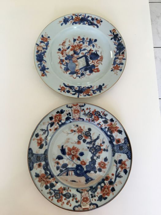 A pair of Chinese porcelain Imari plates (2) - Porcelain - China - 18th century