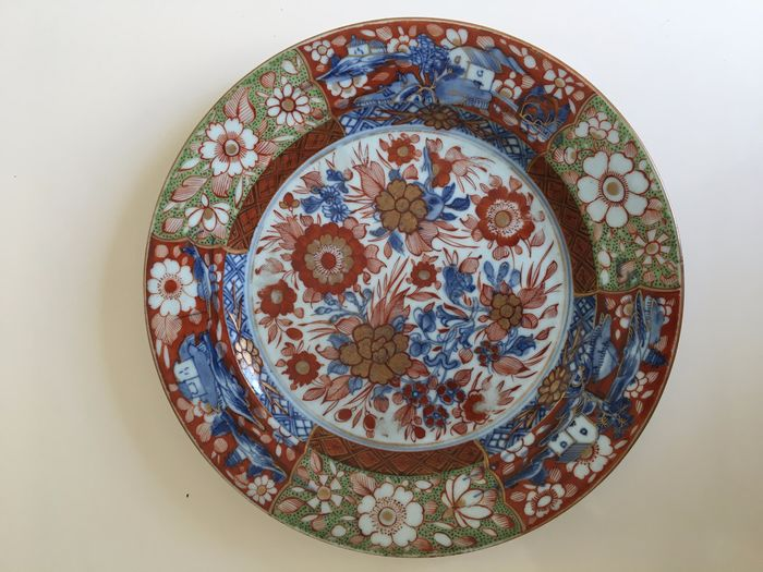 A Chinese porcelain Imari plate with a brown floral rim (1) - Porcelain - clobbered (decorated in Europe) - China - 18th century
