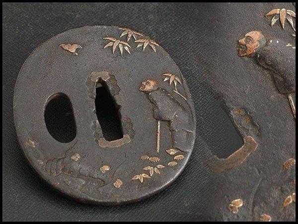 Beautiful tsuba with inlay - cast iron , copper - Japan - Edo Period (1600-1868)