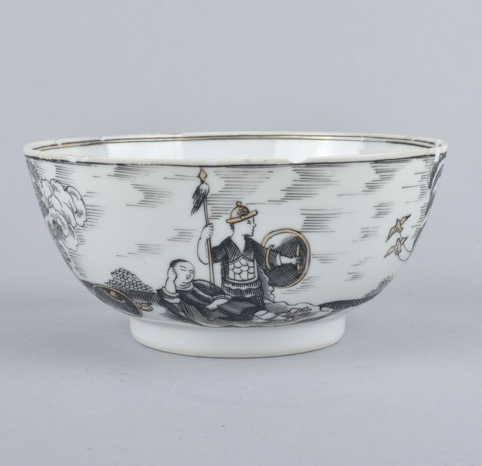 A CHINESE EN GRISAILLE BOWL DECORATED WITH MINERVA - Porcelain - China - Qianlong (1736-1795)
