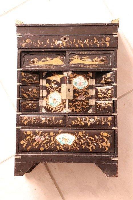 Jewellery box (1) - Porcelain, Wood - Japan - Meiji period (1868-1912)