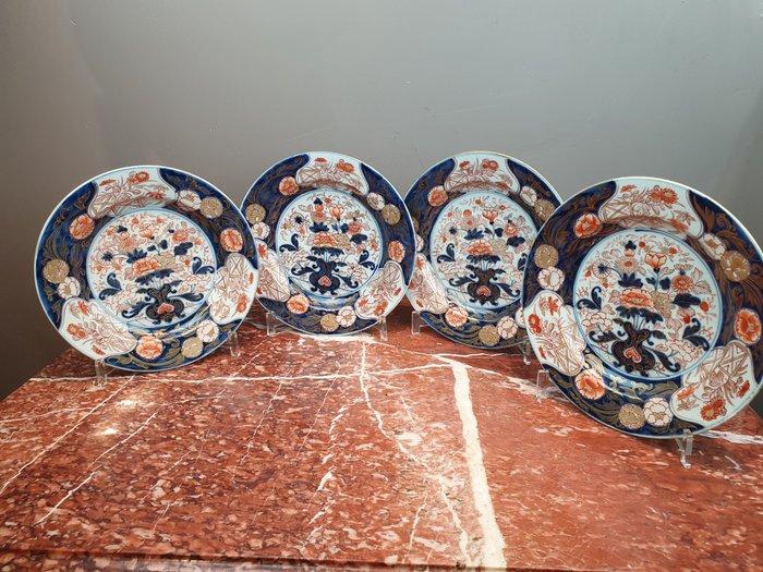Plates (4) - Porcelain - Imari with floral motifs - China - Qianlong (1736-1795)