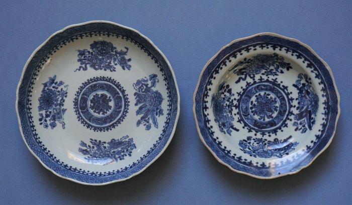 Chinese porcelain Qianlong plates, Fitzhugh pattern (2) - Blue and white - Porcelain - Fitzhugh pattern - China - Qianlong (1736-1795)