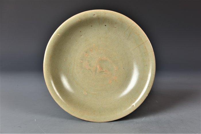 Dish, Shallow dish (1) - Celadon - Porcelain - Flowers, Lotus flower - China - 13th - 14th century