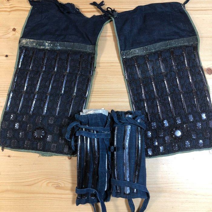 Haidate, Suneate - Cast iron, Cotton, Gilt metal - Samurai - Japanese Samurai yoroi parts - Japan - Edo Period (1600-1868)
