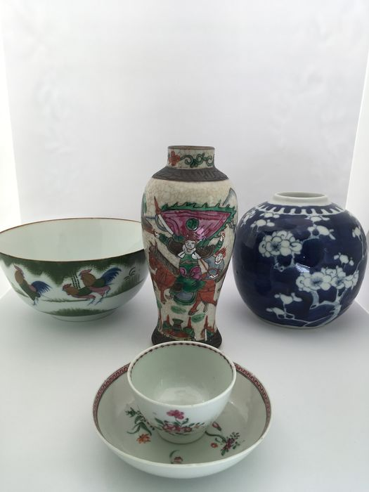 Bowl, Ginger jar, Tea cup, Tea tile, Vase (5) - Chinese export, Famille rose, Nanking - Porcelain - Flowers, Rooster, Warrior - Thee cup+saucer& vase Qing dynasty (1644-1911)- Jar Prunus Republic (1912-1949)- Bowl mid 20th C - China - 18th century