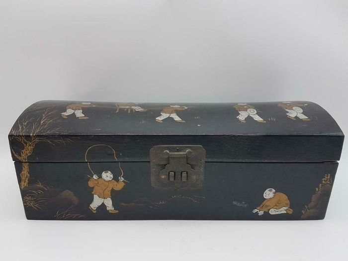 Antique Chinese scroll box or document chest - Copper, Leather, Wood - Children - China - Late 19th century