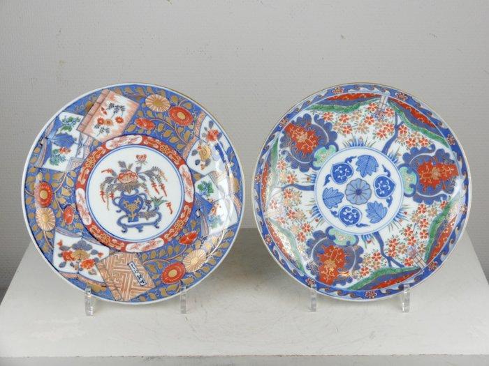 Plates (2) - Imari - Porcelain - Japan - Meiji period (1868-1912)