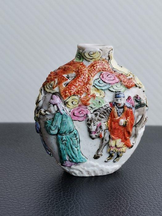 Snuff bottle (1) - Porcelain - China - 19th century