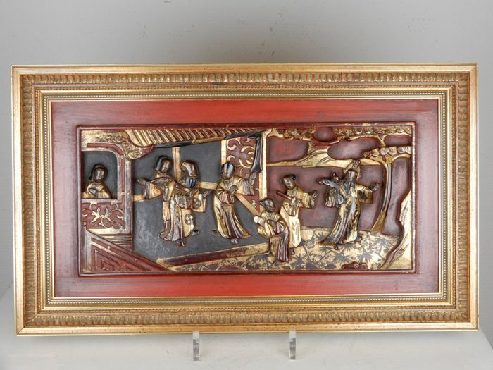 Exquisitely carved and painted panel depicting court scenes - Gilt lacquered wood - China - 19th century