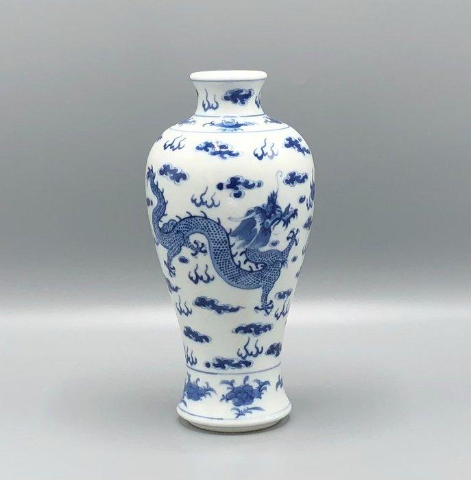 Vase - Dragonware - Porcelain - China - 19th century