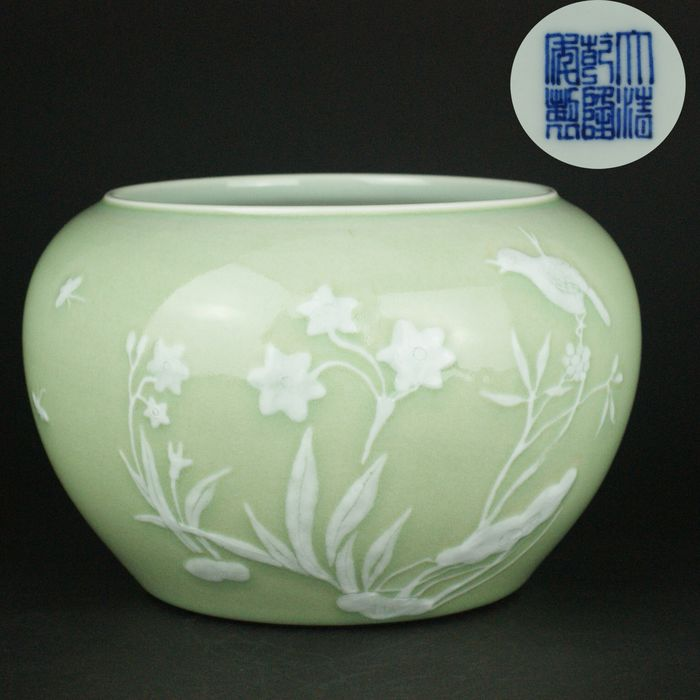 Bowl - Celadon - Porcelain - Bird - SLIP-DECORATED - China - 18th - 19th century